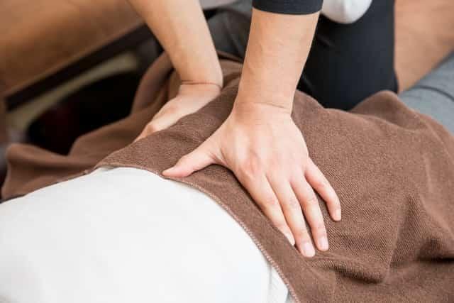 刺激の少ない施術で筋肉の緊張を緩和します