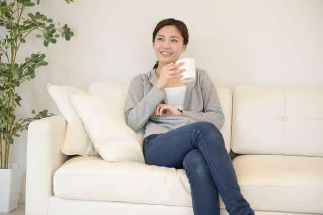 足を組む癖も骨盤がゆがむ原因のひとつです